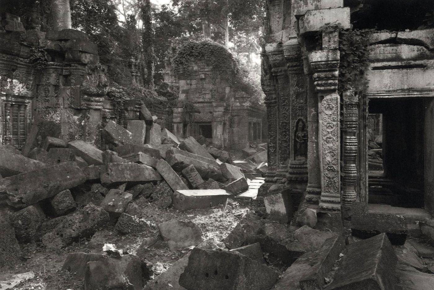 Kenro Izu: Passage to Angkor, Limited Edition (with Platinum Print)
