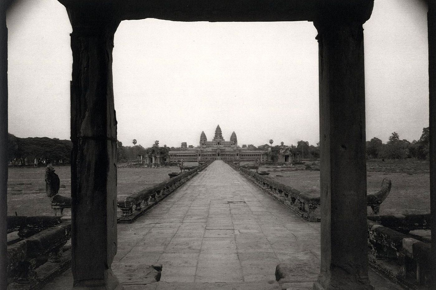 Kenro Izu: Passage to Angkor [SIGNED]