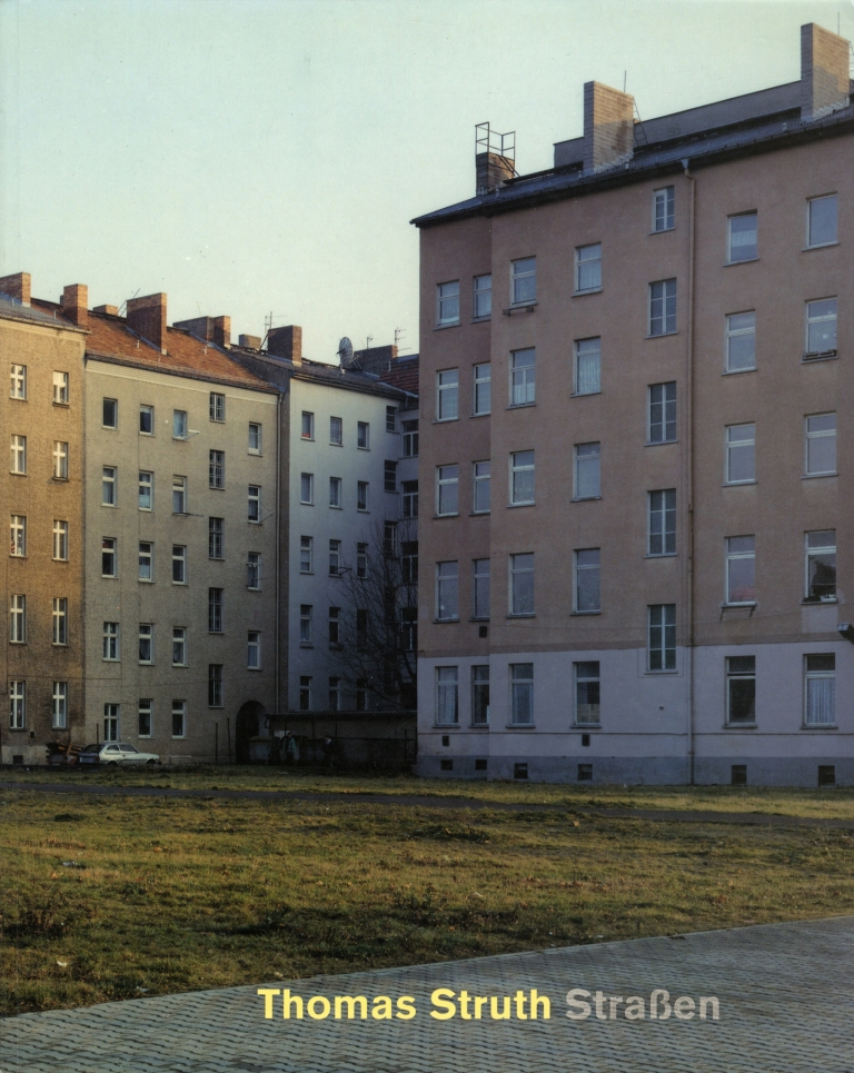 Thomas Struth: Straßen (Strassen): Fotografie 1976 bis 1995 (soft cover exhibition catalogue