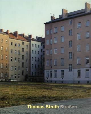 Thomas Struth: Straßen (Strassen): Fotografie 1976 bis 1995 (soft cover exhibition catalogue)....